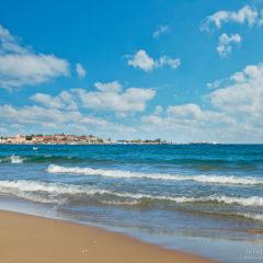 синее море, волны, облака в небе