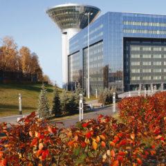 здание Дома Правительства Московской области осенью