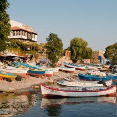 лодки у пристани в Старом городе Несебр