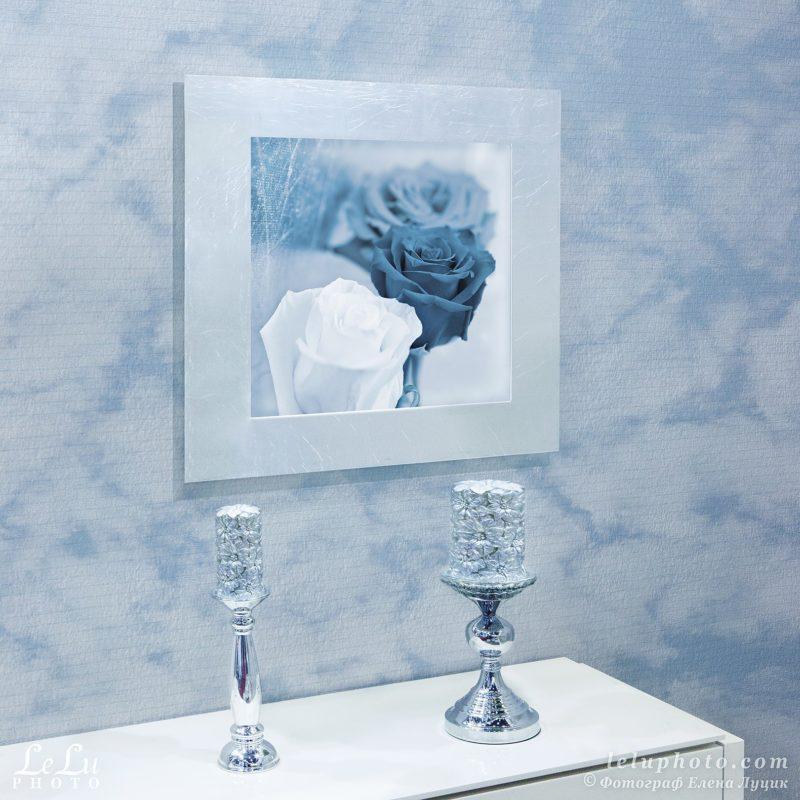 фотокартина с розами и фотообои с облаками в интерьере