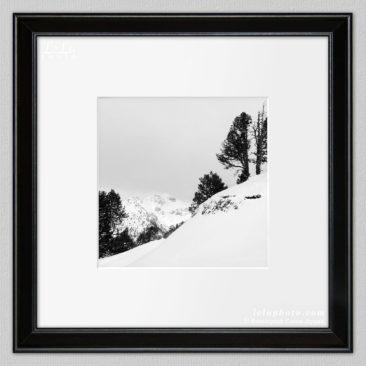 черно-белая фотокартина, горы, зимний пейзаж